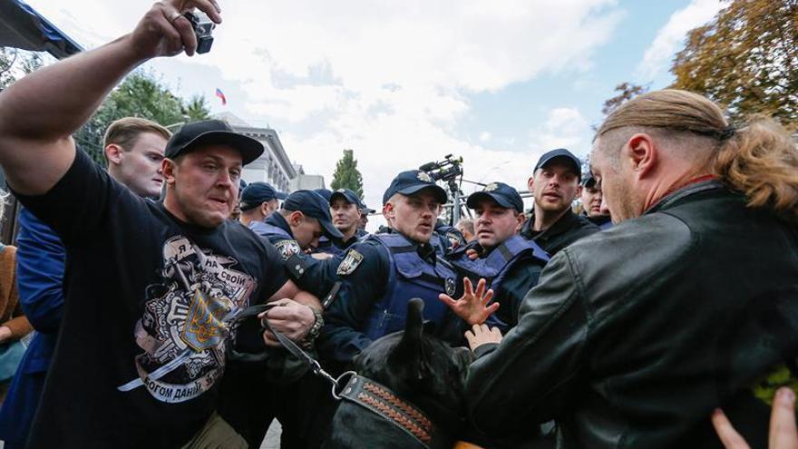 Varios detenidos en Kiev y Odessa por intentar bloquear votaciones de rusos