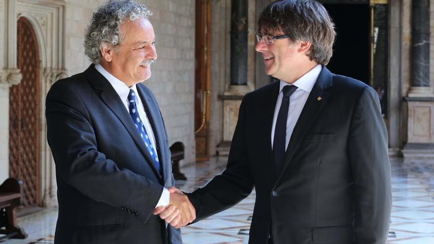 """Puigdemont niega que el 1-O sea una estafa y vería como """"un golpe de Estado"""" prohibirlo"""