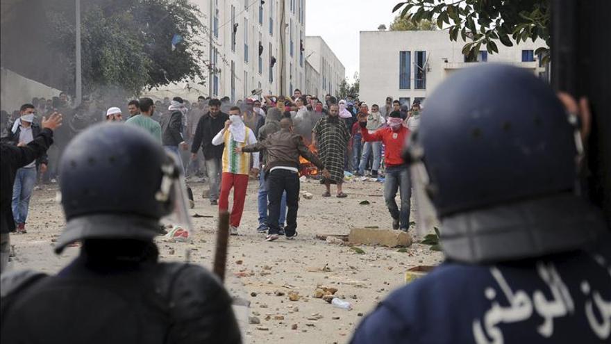Dos muertos y 20 heridos en disturbios por protestas sociales en el sur de Argelia