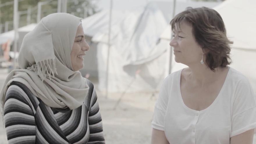 La madre de Hala (izquierda) y Mirta (derecha). Fotograma del documental.