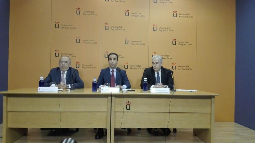 El rector de la URJC dice que Cifuentes aprobó las asignaturas y alude a un error de transcripción de las notas