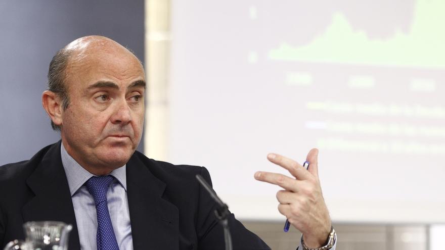 Guindos dice que la incertidumbre no está afectando a la economía, que podría crecer en 2016 más que en 2015