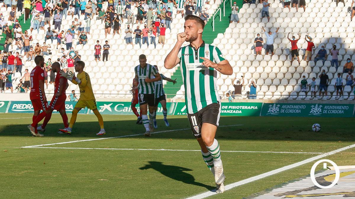 Omar Perdomo celebrando su gol con el Córdoba
