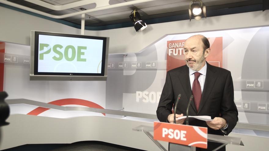 """Rubalcaba exige que Rajoy comparezca y diga si cobró sobresueldos y si fue en negro porque está en juego su """"prestigio"""""""