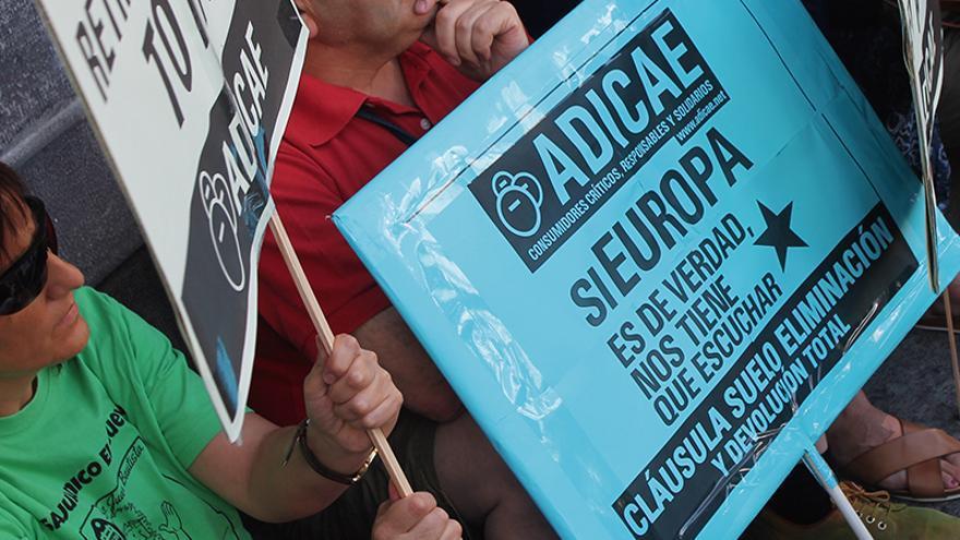 Cartel durante una manifestación de ADICAE
