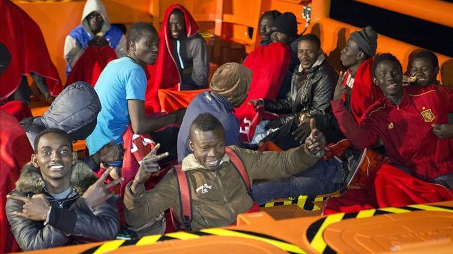 Llegan al puerto de Motril 25 inmigrantes rescatados por Salvamento Marítimo