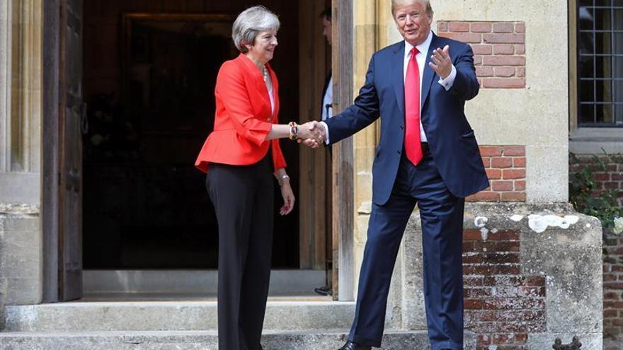 """May asegura que tras el """"brexit"""" perseguirá un """"ambicioso"""" acuerdo con Trump"""