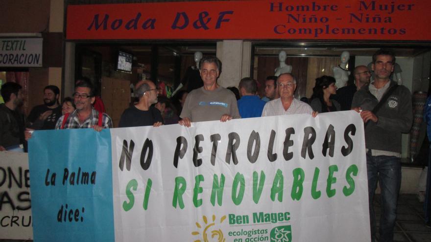 En la imagen, concentración, este miércoles, bajo la sede del PP en la capital:  Foto:  LUZ RODRÍGUEZ.