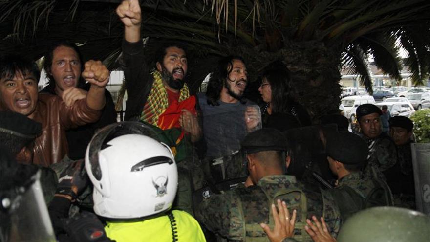 Erdogan esquiva una tibia protesta en Quito