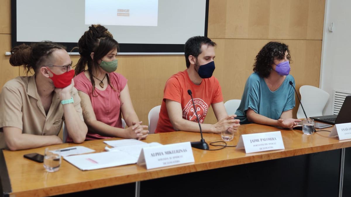 Los inquilinos acusados, Palomera y Franquesa en la presentación de su caso