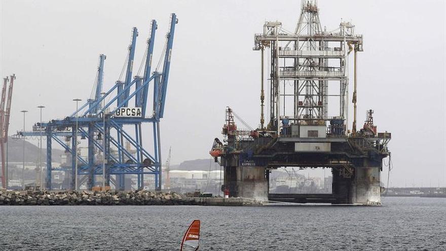 La fauna del petróleo: Colonias de peces cruzan el océano con las plataformas