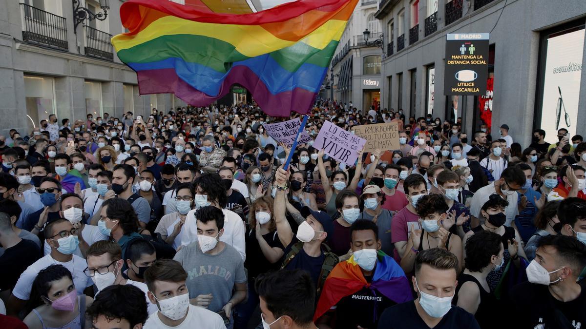 Manifestación en Madrid para condenar la brutal agresión a Samuel Luiz, de 24 años, en A Coruña.