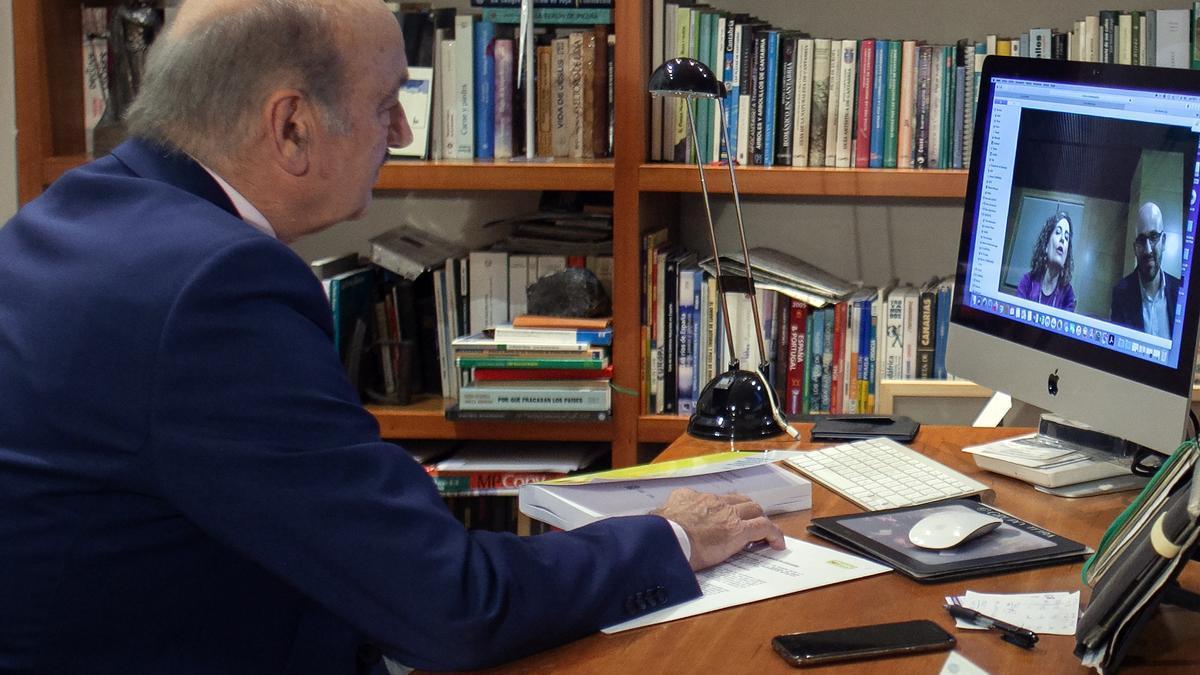 Reunión telemática de José María Mazón con la ministra de Hacienda.
