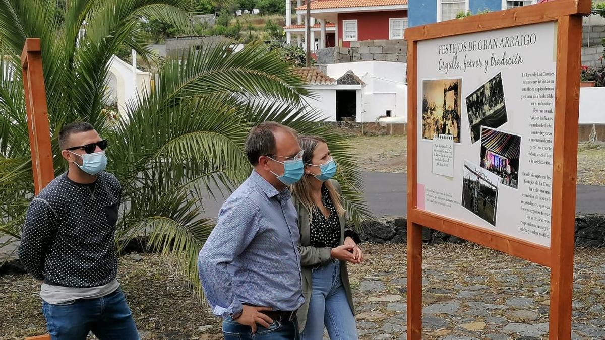 Las autoridades municipales visitaron la muestra.