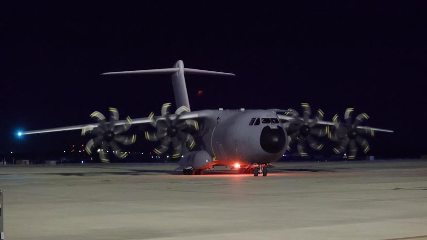 Un avión sale esta madrugada de Dubái para evacuar a segundo grupo de afganos