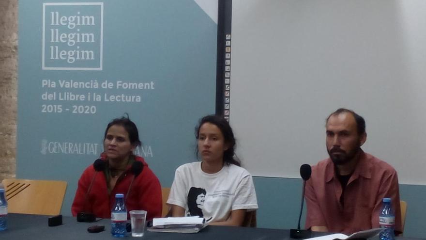 La hija de Berta Cáceres, Bertha Zúñiga Cáceres, en el centro, este martes en Valencia