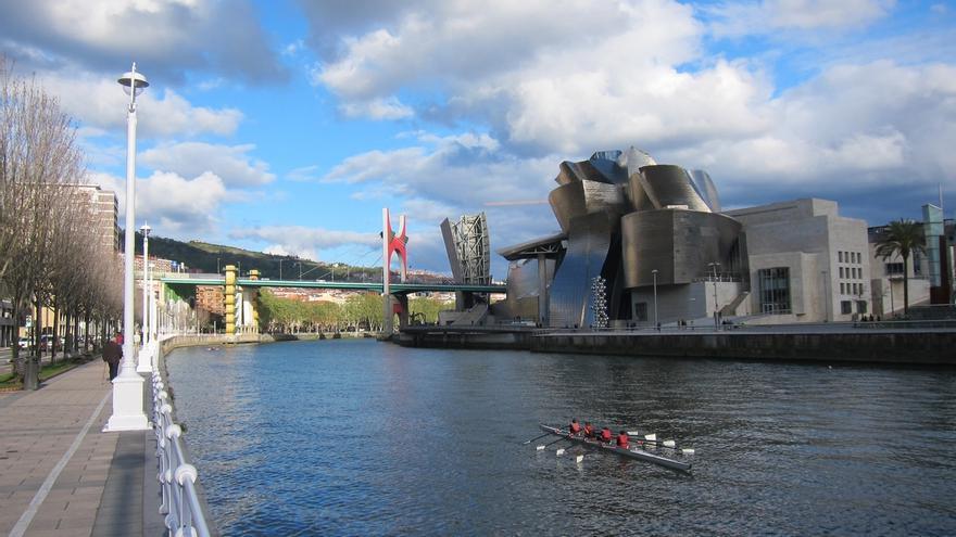 Guggenheim Bilbao establece medidas para agilizar el acceso en el mes en que los vizcaínos acudirán con su invitación