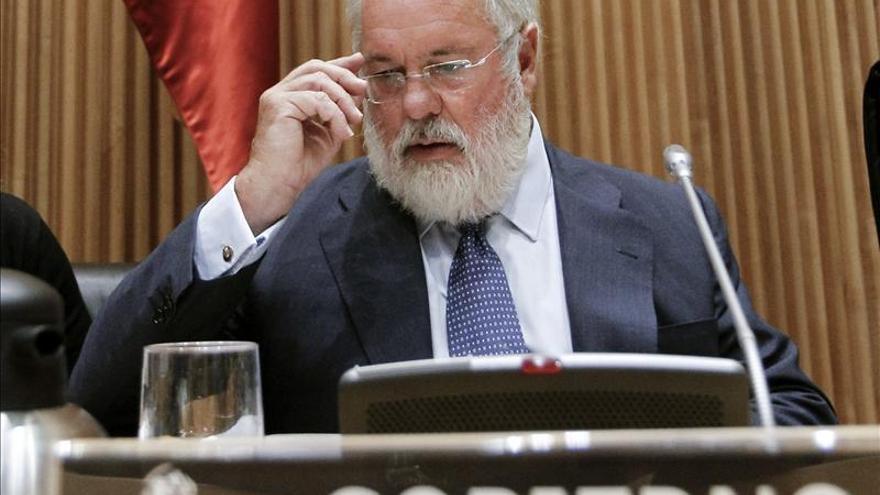 """Arias Cañete cambiará la ley para poder sancionar el """"bunkering"""" en Gibraltar"""