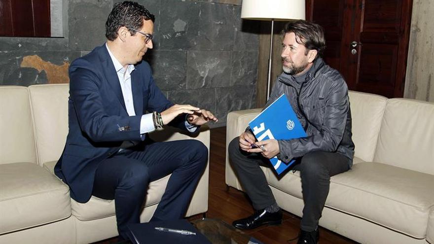 Reunión de esta tarde entre Pablo Rodríguez y Carlos Alonso (derecha)