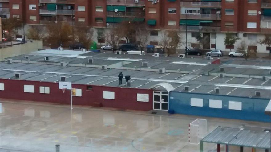 Las instalaciones del colegio 103 de Valencia, anegadas por el agua tras las lluvias de las últimas horas