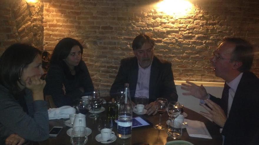 Argelia Queralt, Astrid Barrio, José Antonio Pérez Tapias, y Alberto López Basaguren en un momento de la conversación