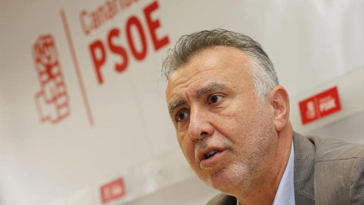 El presidente del PSOE de Canarias, Ángel Víctor Torres.