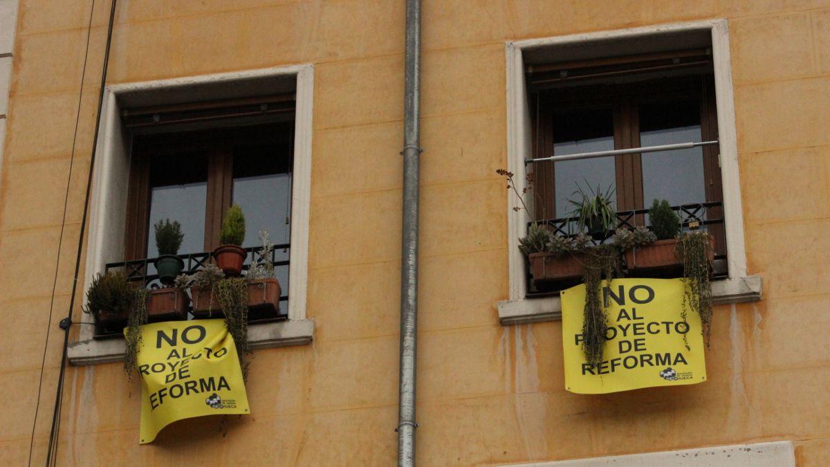 Carteles contra la reforma de la Plaza de Pedro Zerolo | SOMOS CHUECA