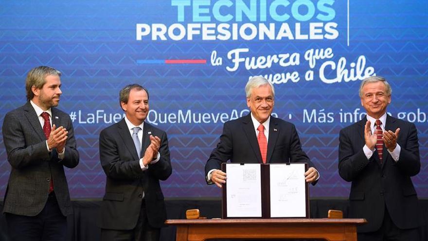 Piñera amplía la gratuidad de la educación técnica profesional en Chile
