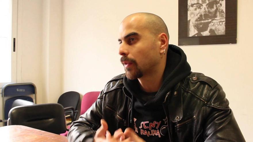 Pau Llonch cantante de At Versaris, activista y profesor del taller. Youtube.