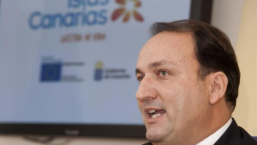 El viceconsejero de Turismo del Gobierno de Canarias, Ricardo Fernández de la Puente, presenta el pabellón del Archipiélago en la Feria Internacional de Berlín (ITB). (Efe/Ángel Medina G.).