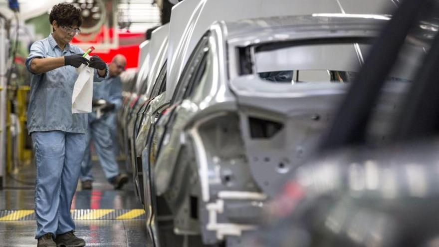 La Ley de transición ecológica pone en peligro a la industria del automóvil, según UGT
