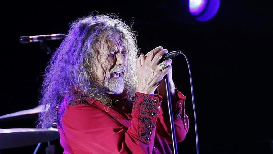 """Robert Plant, un """"británico y feliz europeo"""", siembra la magia en Madrid"""