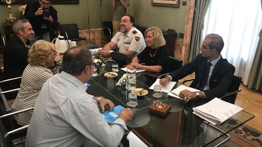 Reunión entre la delegada de Gobierno, Concepción Dancausa, la alcaldesa de Madrid, Manuela Carmena y las fuerzas de seguridad.