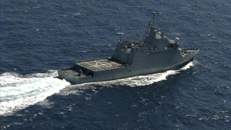 """Defensa recupera las partes """"fundamentales"""" del helicóptero que cayó al mar"""