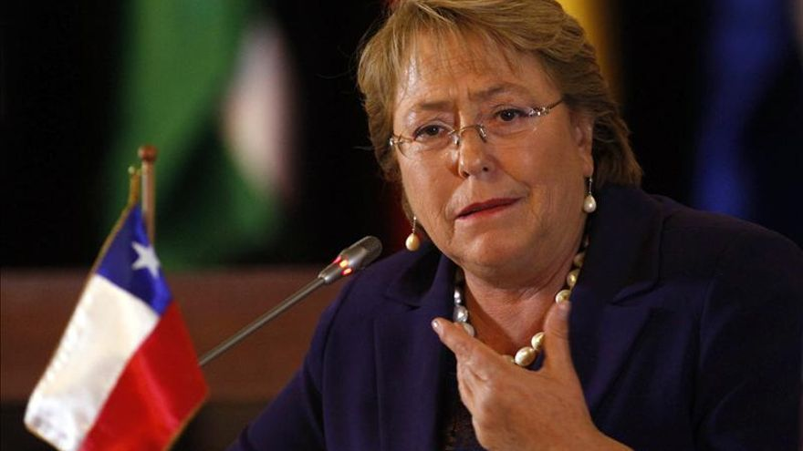 Bachelet viaja a China para asistir a cumbre APEC y reunirse con Xi Jinping