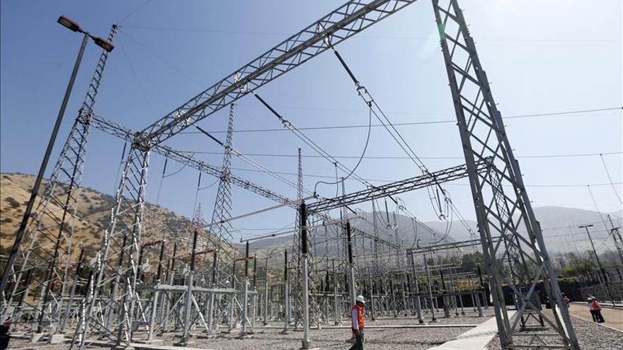 Endesa logra suministro de energía de 6 redes de transporte por 27,7 millones