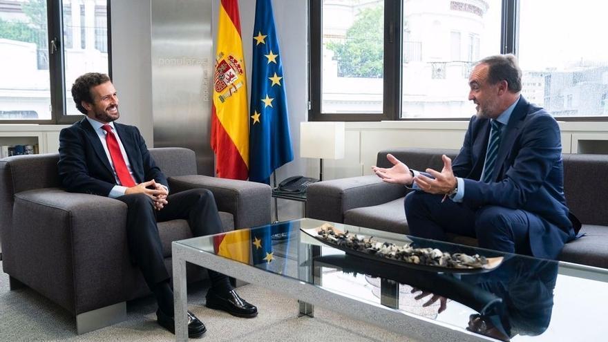 El presidente del PP, Pablo Casado, se reúne con  el presidente de UPN, Javier Esparza, en la sede nacional del PP. En Madrid, a 14 de septiembre de 2021.