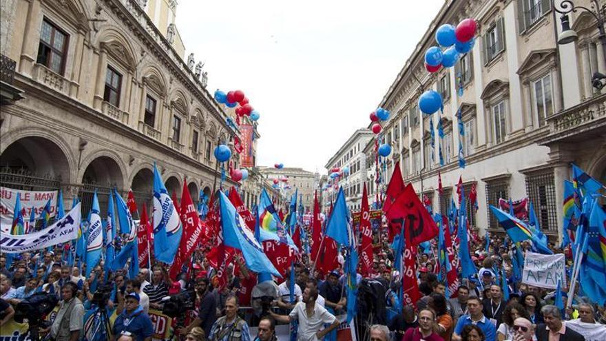 Miles de personas exigen al Gobierno italiano la creación de empleo