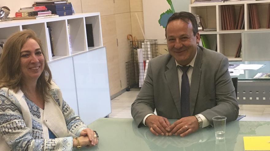 El concejal de Urbanismo, Vicent Sarrià, junto a la directora del SEPES, Lucía Morales