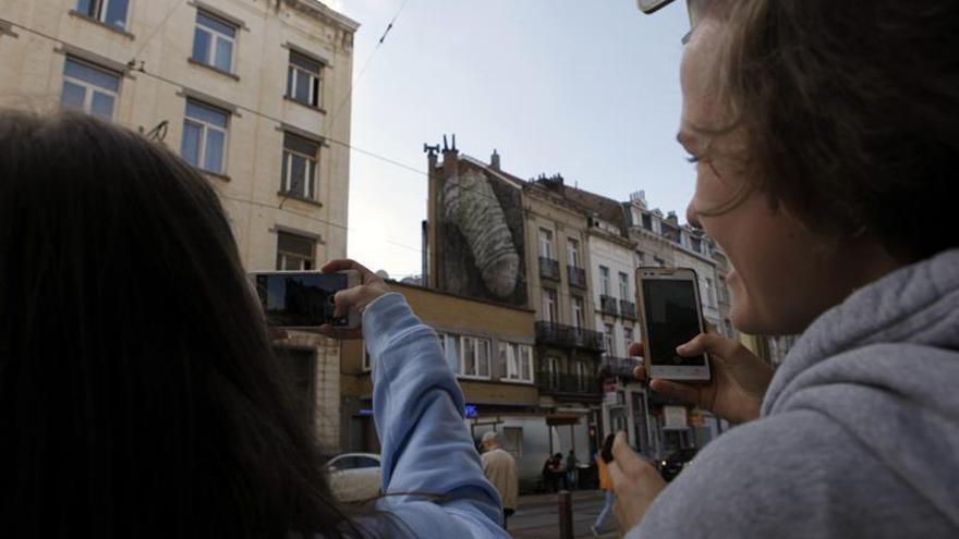 ¿Quién dibuja penes y vaginas gigantes en las paredes de Bruselas?