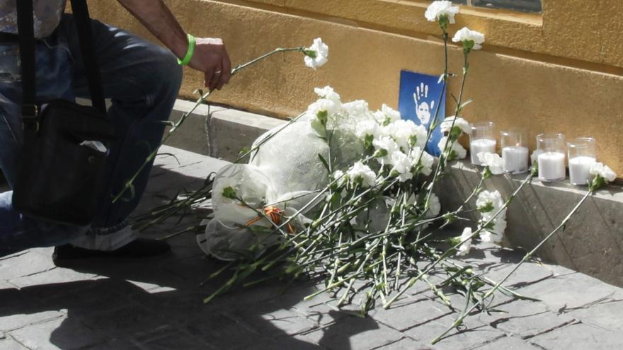 Prenden fuego en Getafe (Madrid) a la ofrenda del homenaje a Miguel Ángel Blanco