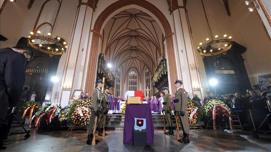 Polonia despide en un funeral de Estado a su ex primer ministro Mazowiecki