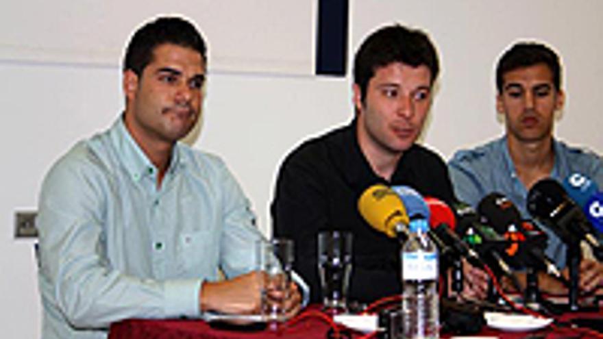 Agonei del Carmelo, a la izquierda, durante la visita del presidente del Consejo de la Juventud.