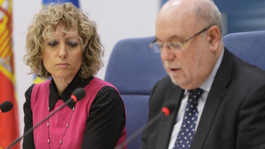La vicepresidenta de Cantabria, Eva Díaz Tezanos, y el consejero de Economía, Juan José Sota.   MIGUEL ÁNGEL LÓPEZ