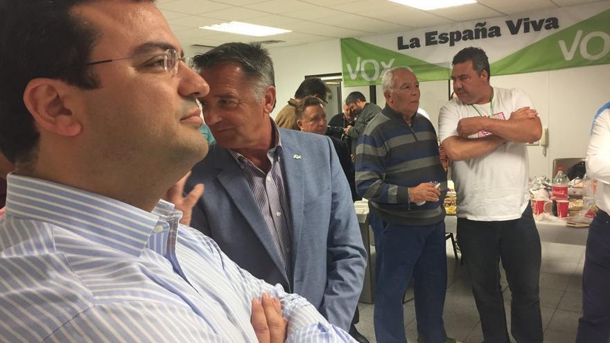 Andrés Alberto Rodríguez, número dos de Vox al Congreso por Las Palmas, y Jaime González, cabeza de lista.