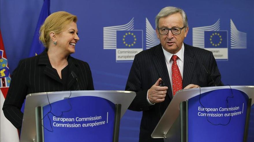 El president de la Comissió Europea, Jean-Claude Juncker (dreta), i la presidenta croata, Kolinda Gravar-Kitarovic (esq)