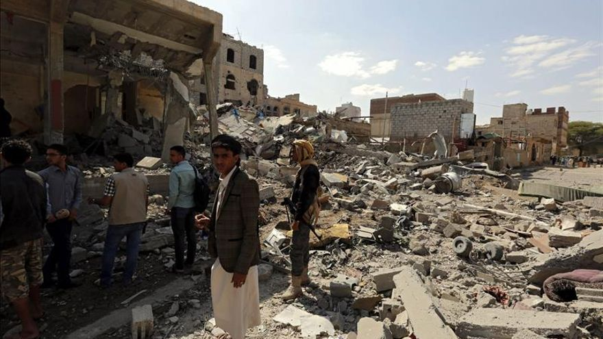 Mueren diez civiles en ataques de la coalición árabe a un barrio residencial de Saná