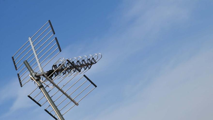 La instalación de redes públicas de telecomunicaciones también estará exenta de licencia
