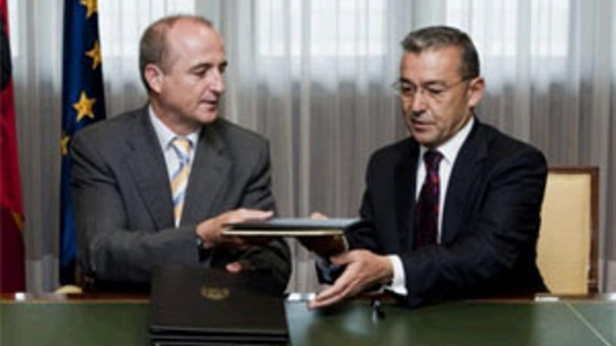 Firma del convenio. (ACFI PRESS)