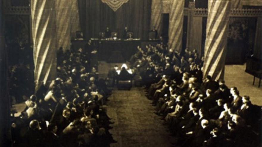 Imagen de la sesión de las Cortes Republicanas el 1 de octubre de 1937 en la Llotja de València